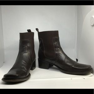 BCBG Maxaria Brown Short Boots 8B
